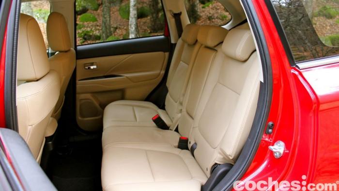Mitsubishi Outlander 220DI-D 2016 interior 01