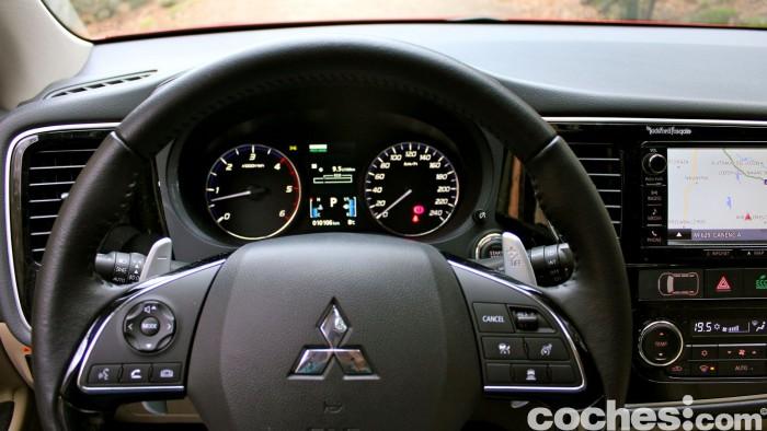 Mitsubishi Outlander 220DI-D 2016 interior 16