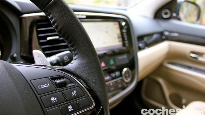 Mitsubishi Outlander 220DI-D 2016 interior 17