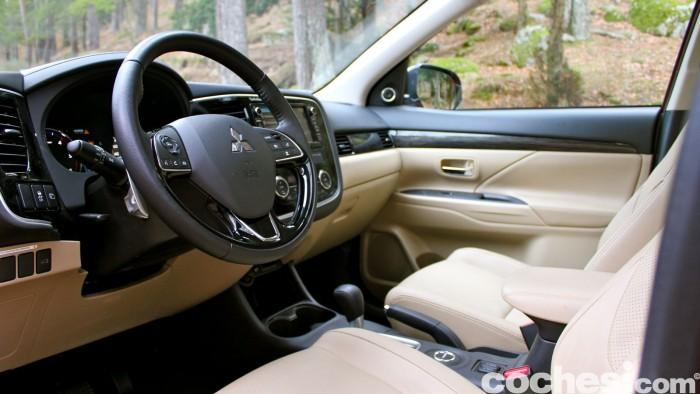 Mitsubishi Outlander 220DI-D 2016 interior 21
