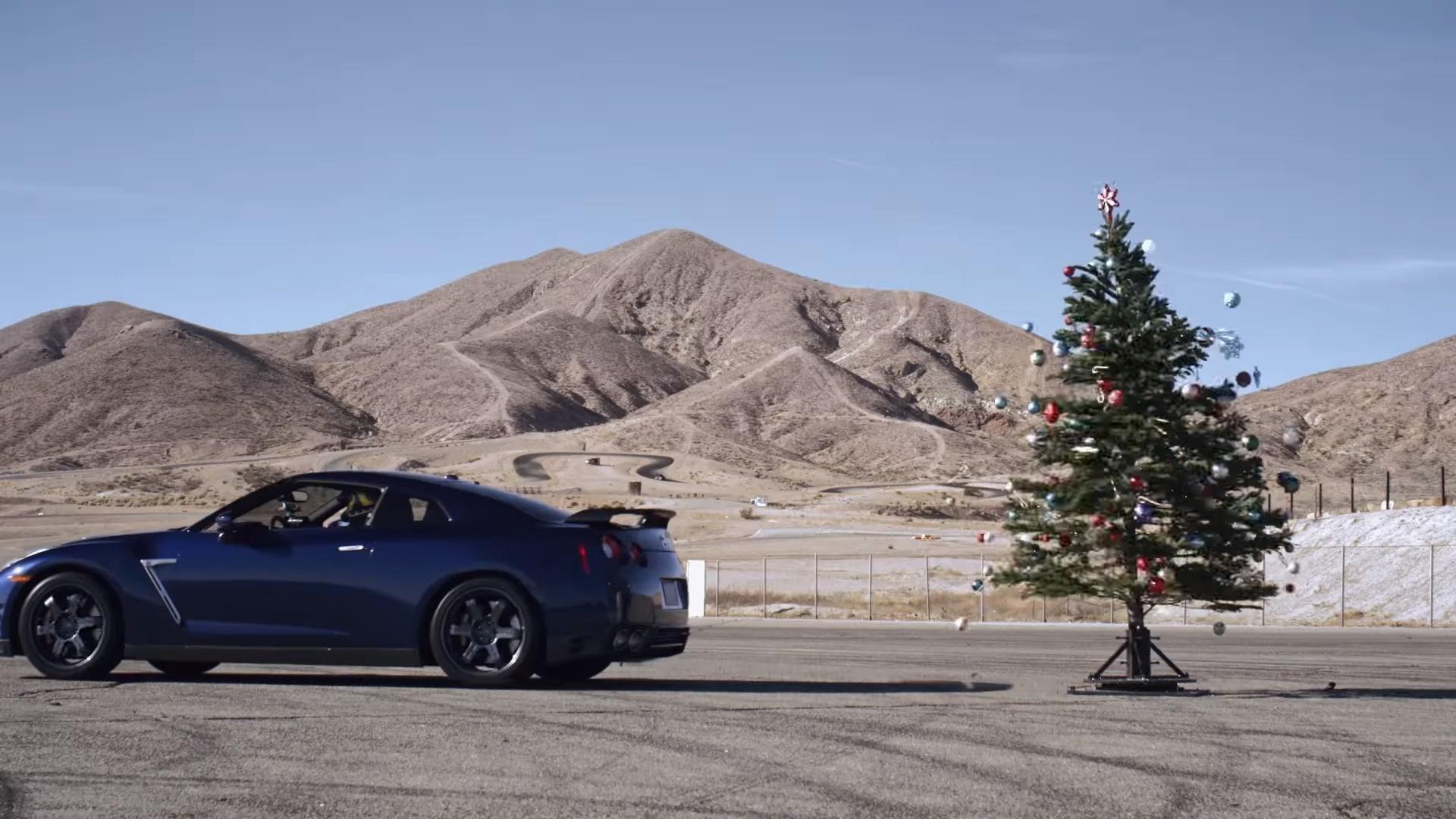 Nissan GT-R arbol de Navidad
