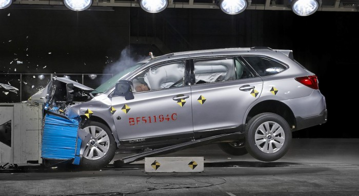 Subaru Outback 2015 crash-test