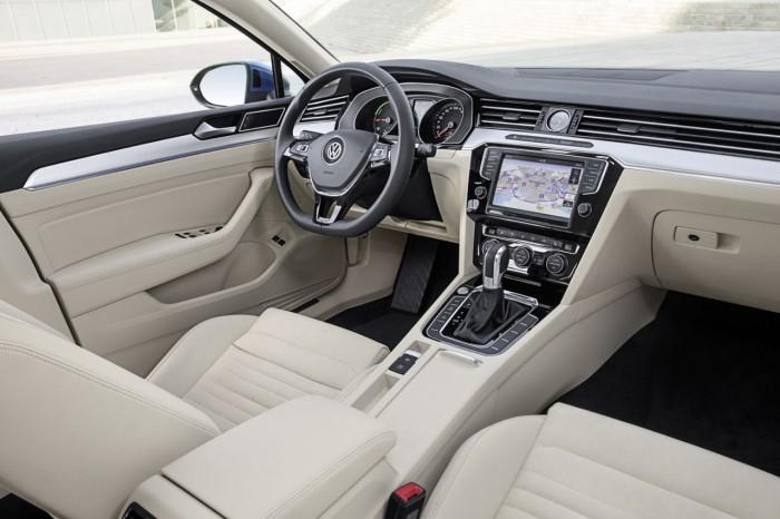 Volkswagen Passat Variant GTE 2016 interior 4