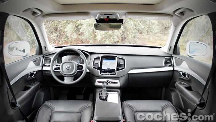Volvo_XC90_D5_AWD_061