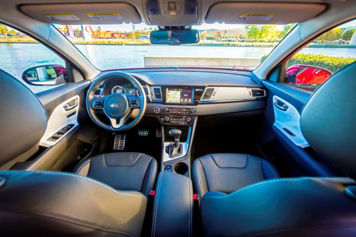 Kia Niro USA 2016 interior 01
