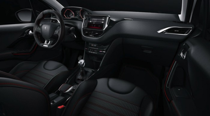 Peugeot 2008 2016 GT Line interior 01