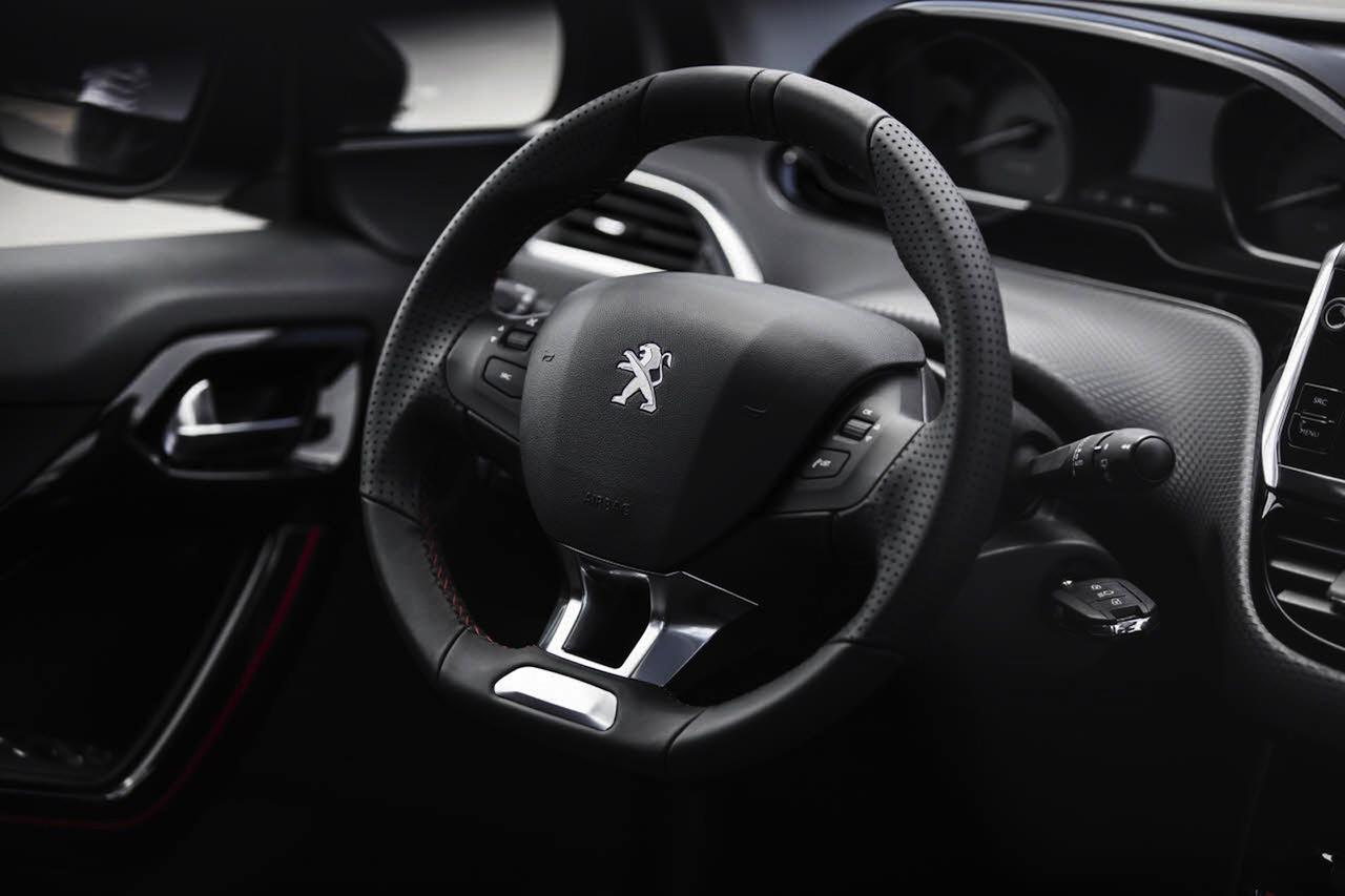 Peugeot 2008 2016 GT Line interior 07