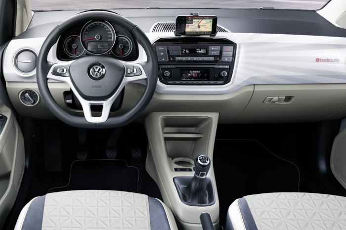Volkswagen up 2016 interior 06