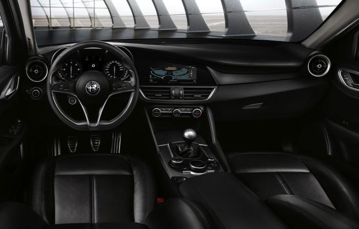 Alfa Romeo Giulia 2016 interior 01