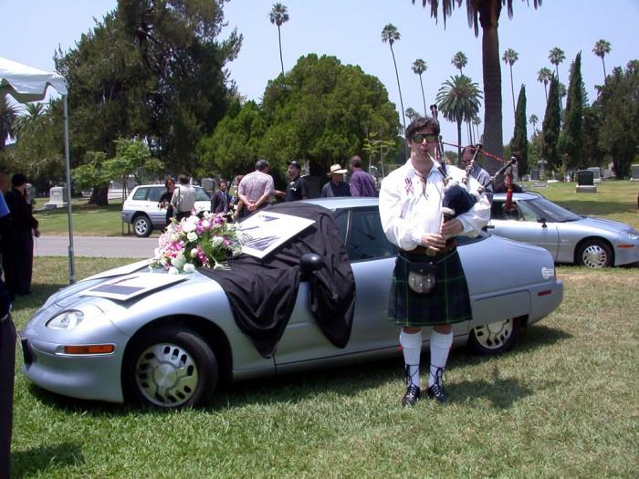 Funeral por el EV1