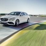 Mercedes-AMG CLA 45 Shooting Brake; X117; 2016 Exterieur: Diamantweiß; Interieur: Schwarz, Performance Sitze; Kraftstoffverbrauch (l/100 km) innerorts/außerorts/kombiniert:  9,2/5,6/6,9 CO2-Emissionen kombiniert: 162 g/km Exterior: diamond white: interior: black, performance seats; Fuel consumption (l/100 km) urban/exurban/combined:   9.2/5.6/6.9 combined CO2 emissions:  162 g/km