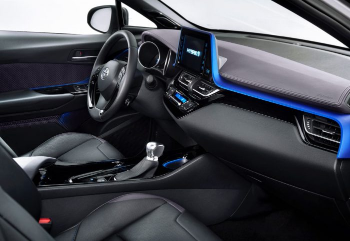 toyota-c-hr-2017-interior-8