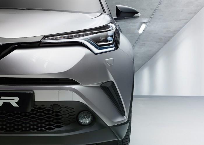 Toyota CH-R 2016 Hybrid 04