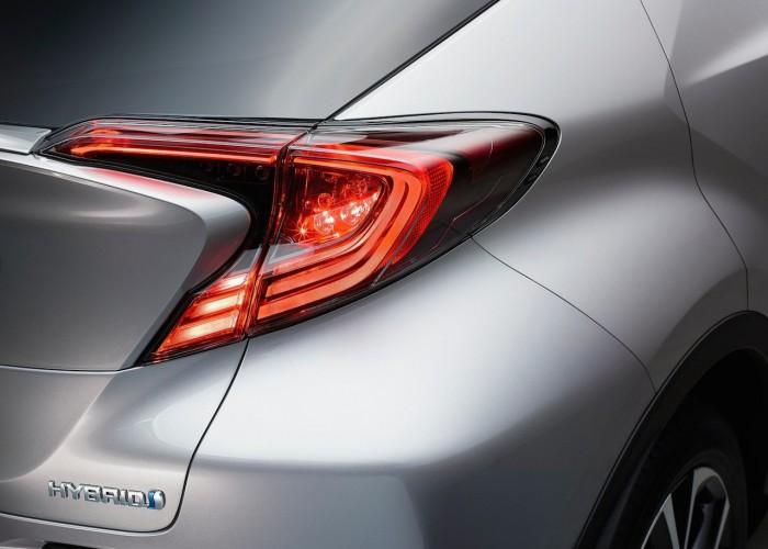 Toyota CH-R 2016 Hybrid 05