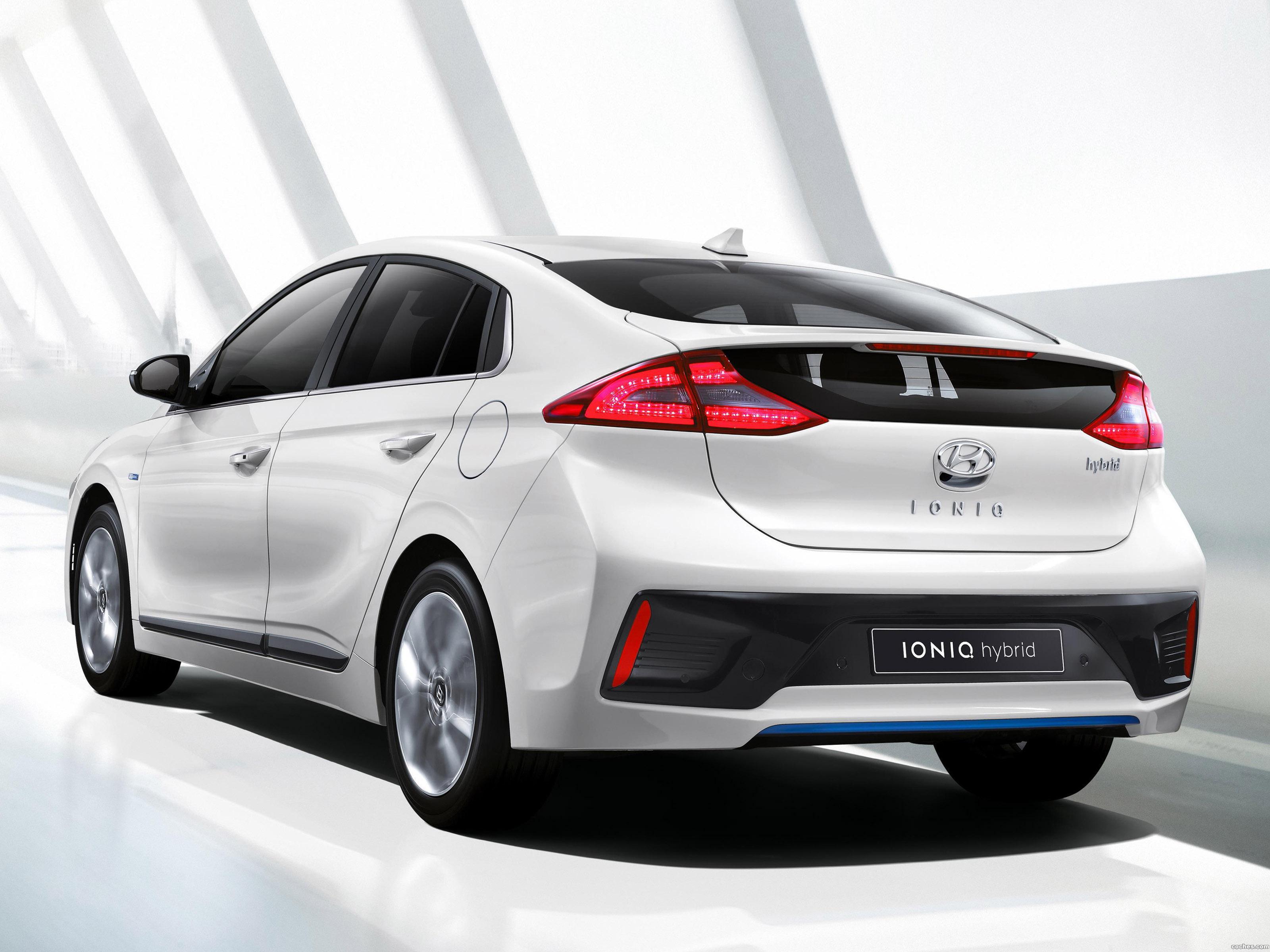 http://noticias.coches.com/wp-content/uploads/2016/03/hyundai_ioniq-hybrid-2016_r4.jpg