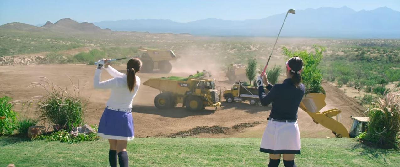 Caterpillar juega al golf 01