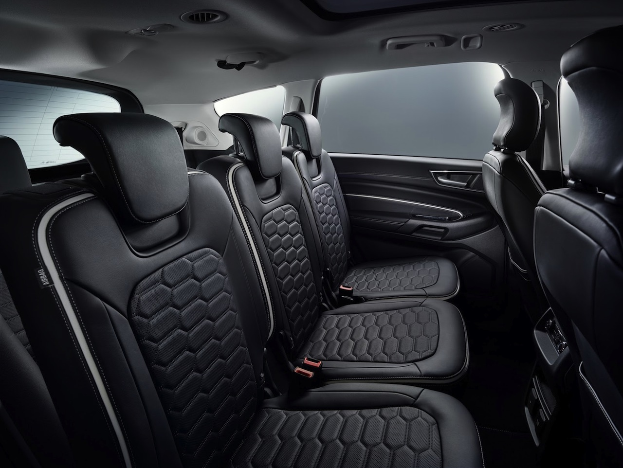 Ford s max vignale m ximo cuidado en los detalles for Ford s max photos interieur
