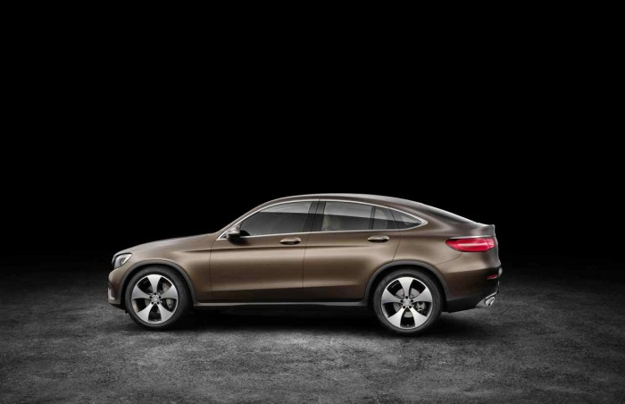 Mercedes-Benz GLC Coupé, Citrinbraun magno. Studioaufnahme Mercedes-Benz GLC Coupé, citrine brown magno. Studio shot.