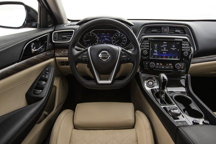 Nissan Maxima cockpit 2016