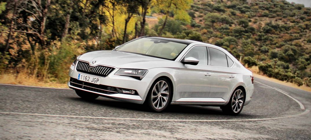 skoda superb 2 0 tdi laurin klement prueba a fondo. Black Bedroom Furniture Sets. Home Design Ideas