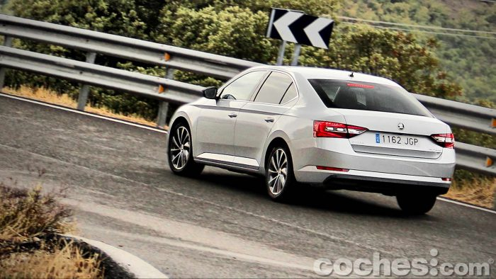 Skoda_Superb_2.0TDI_ Laurin&Klement_011