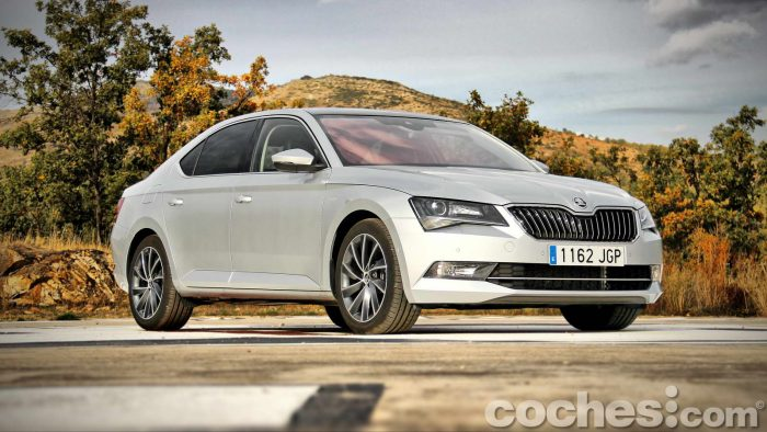Skoda_Superb_2.0TDI_ Laurin&Klement_018