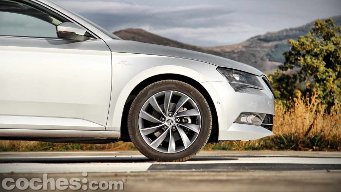 Skoda_Superb_2.0TDI_ Laurin&Klement_025