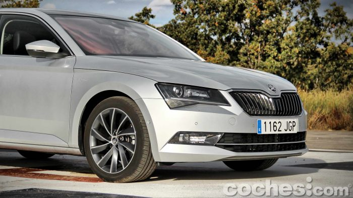 Skoda_Superb_2.0TDI_ Laurin&Klement_028