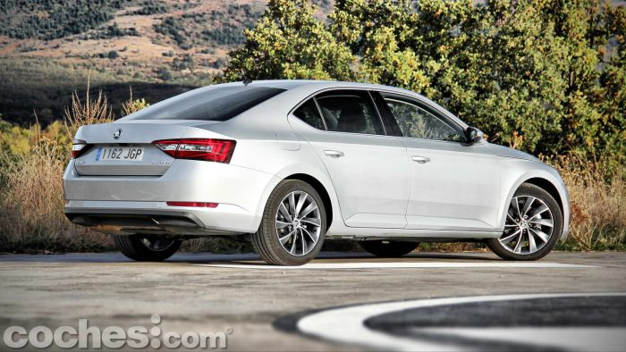 Skoda_Superb_2.0TDI_ Laurin&Klement_053