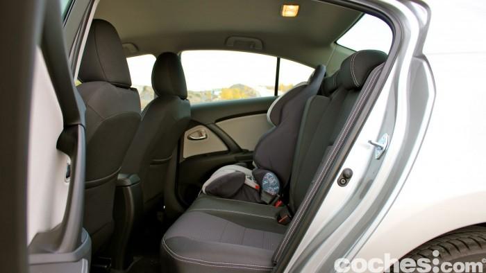 Toyota Avensis 150D prueba 035