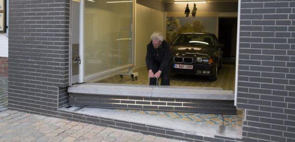 jubilado engaña autoridades con su garaje 02 (600x290)