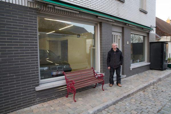 jubilado engaña autoridades con su garaje 05 (600x400)