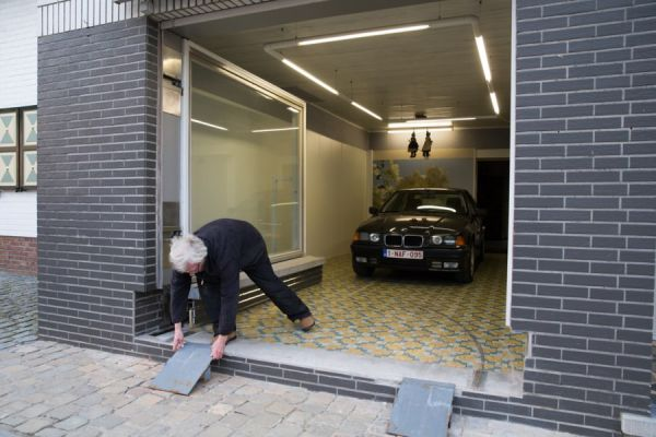 jubilado engaña autoridades con su garaje 07 (600x400)