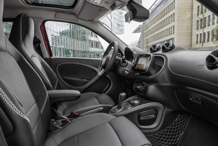 smart forfour BRABUS 2016 interior 01