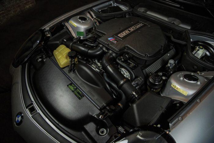 BMW Z8 2002 motor 01