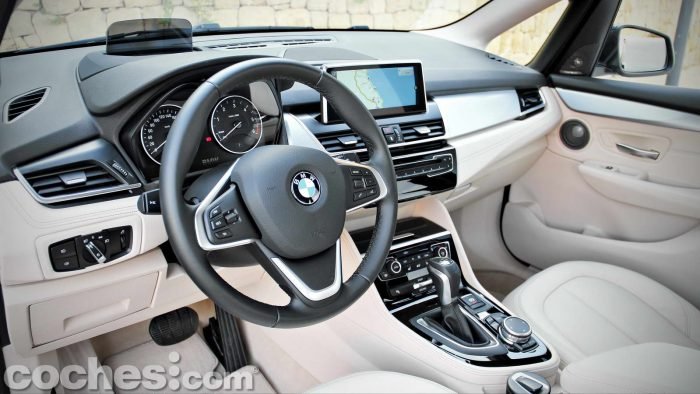 BMW_Serie_2_Active_Tourer_218d_025