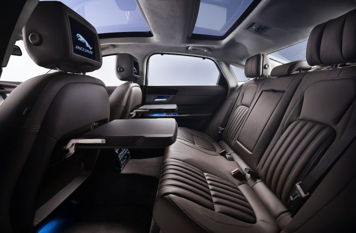 Jaguar XFL China 2016 interior