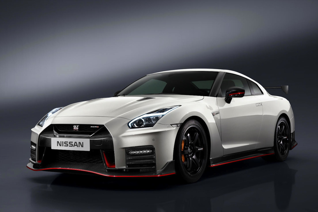 nissan gt r nismo 2017 godzilla aprieta las tuercas. Black Bedroom Furniture Sets. Home Design Ideas