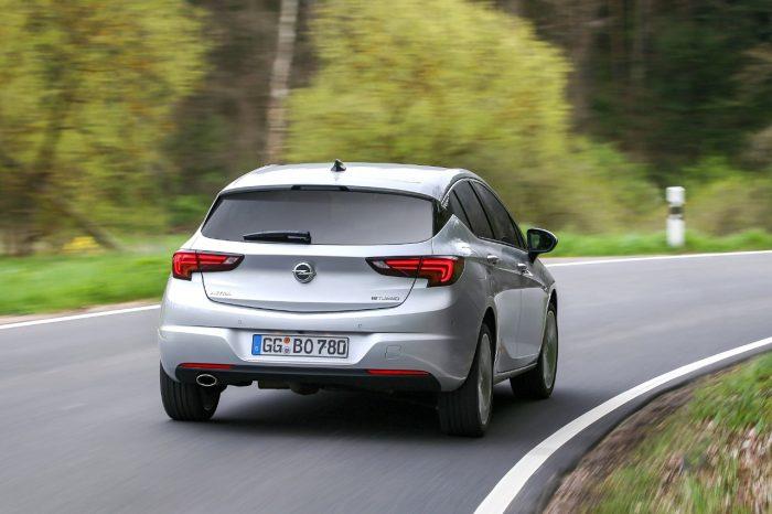 Opel Astra BiTurbo CDTI 2016 02