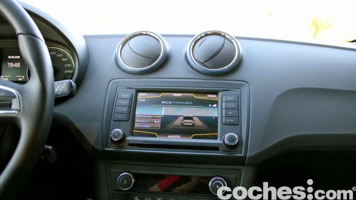 Seat Ibiza Connect 2016 prueba interior 24