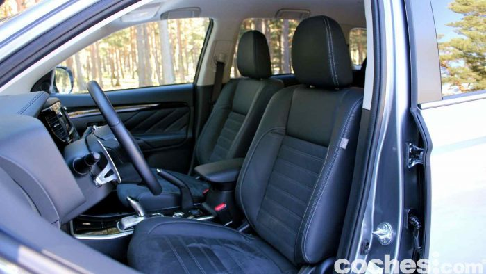 Mitsubishi Outlander PHEV 2016 prueba interior 03