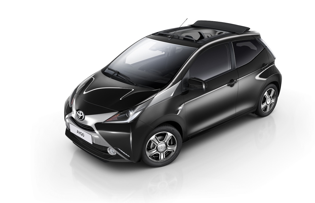 toyota aygo x clusiv el peque o se descapota. Black Bedroom Furniture Sets. Home Design Ideas