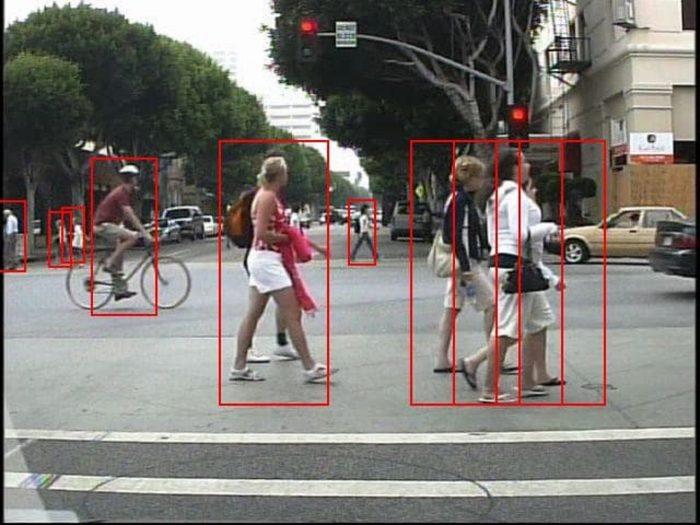 algoritmo que reconoce peatones