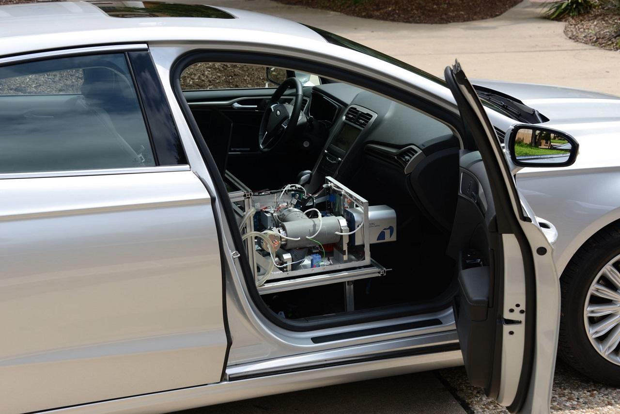 coche detector de drogas en el aire