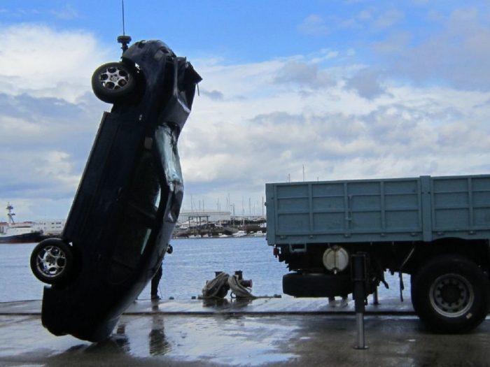 coche en el mar