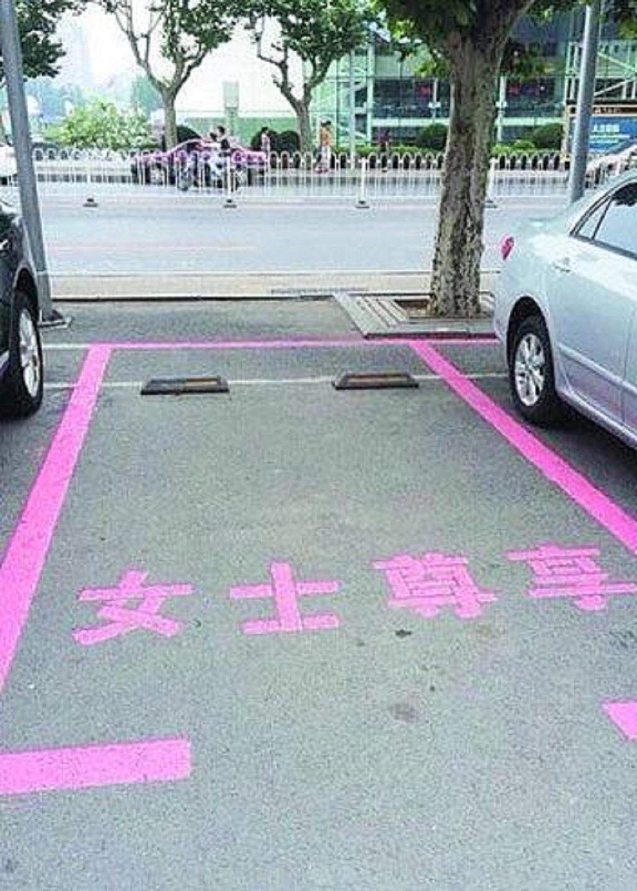 plazas rosas aparcamiento