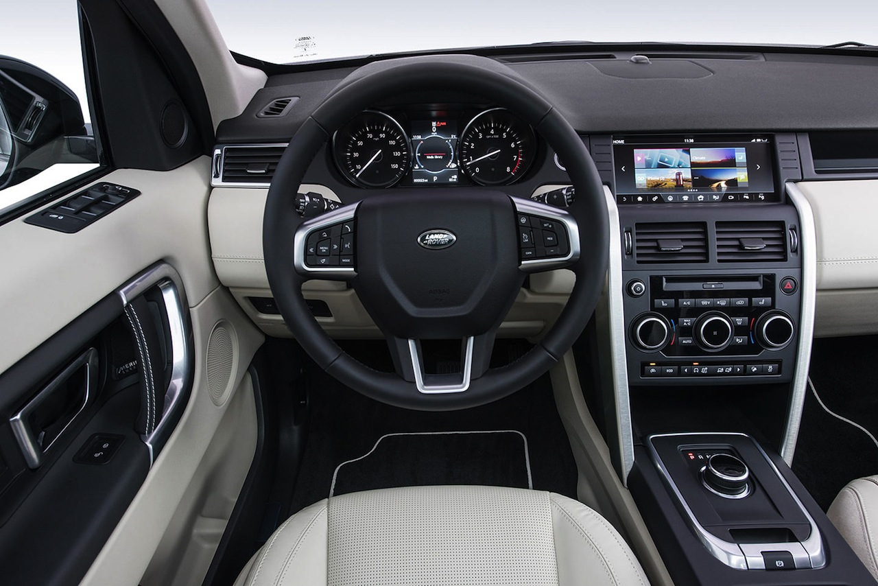 Land Rover Sport >> El Land Rover Discovery Sport 2017 gana equipamiento