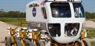 Coche presurizado con dobles ruedas para conducir en superficies extraterrestres