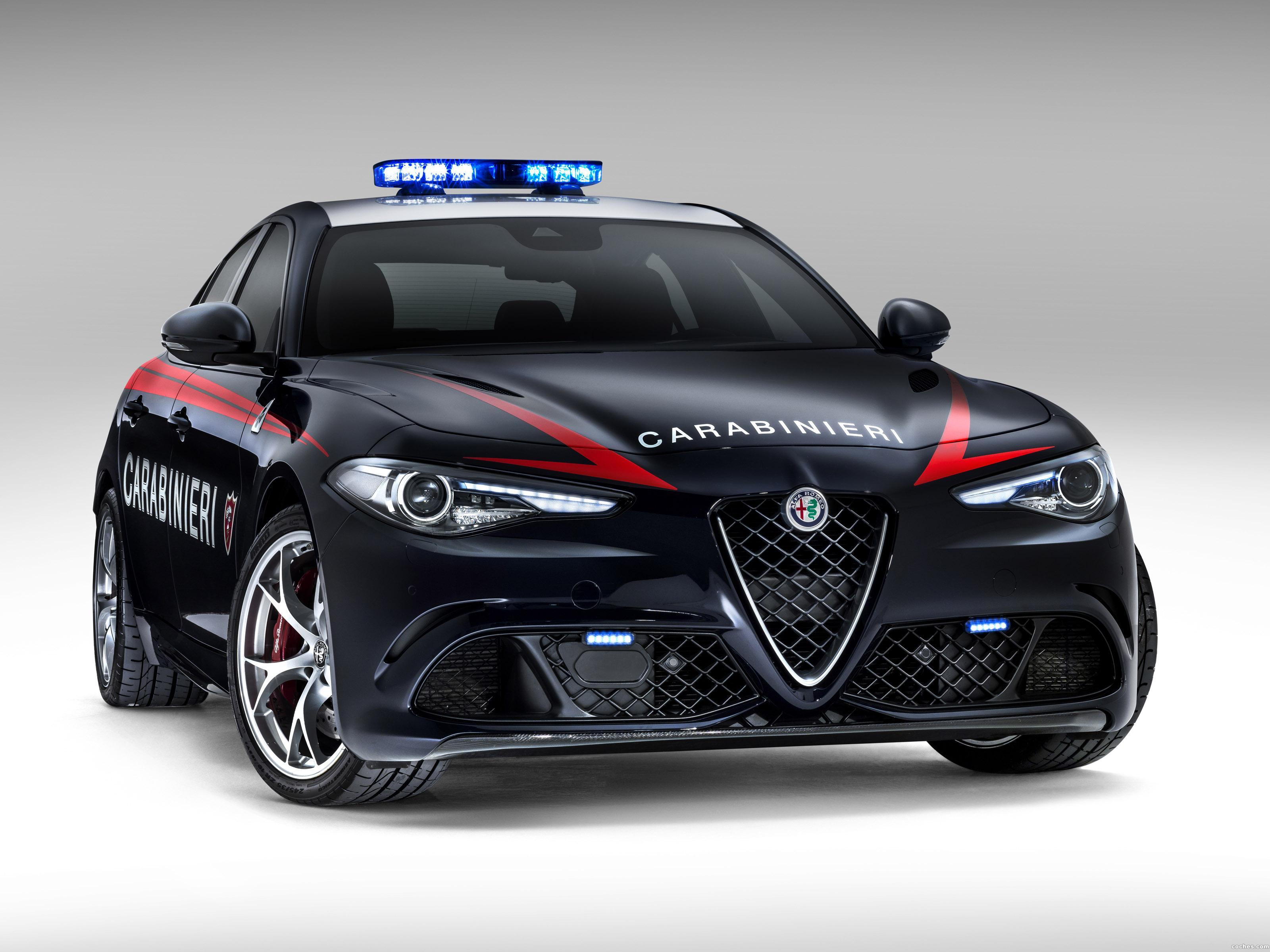 fotos de alfa romeo giulia quadrifoglio verde carabinieri. Black Bedroom Furniture Sets. Home Design Ideas