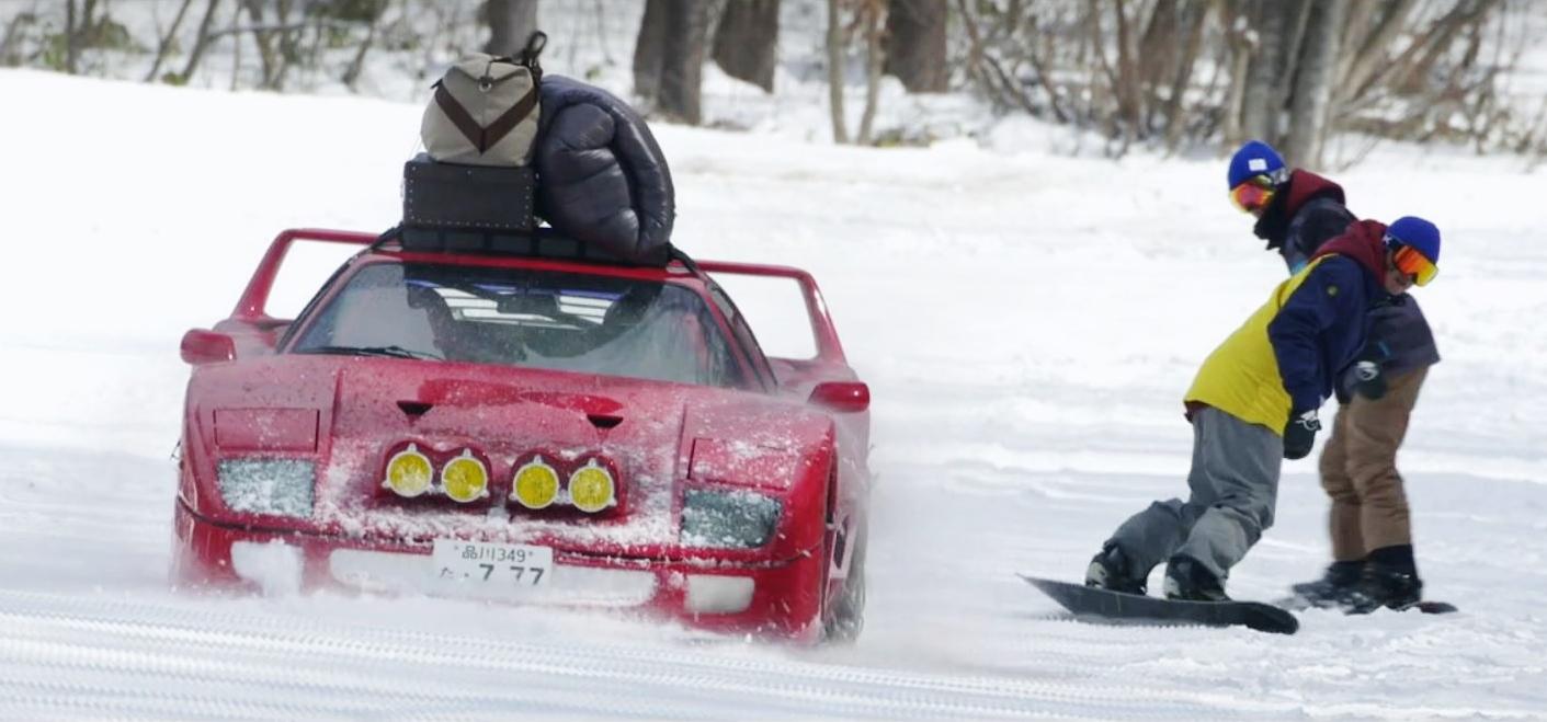 ferrari en la nieve